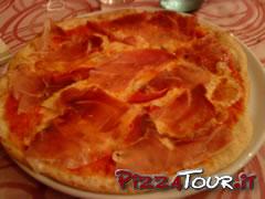 Pizza Mery, da notare la quasi assenza di funghi